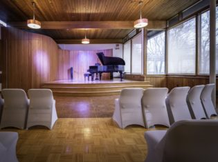 acoustically lively recital space in the event hall