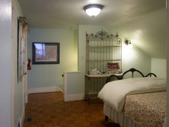 Carriage House, Stone Chalet Bed and Breakfast Inn and Event Center